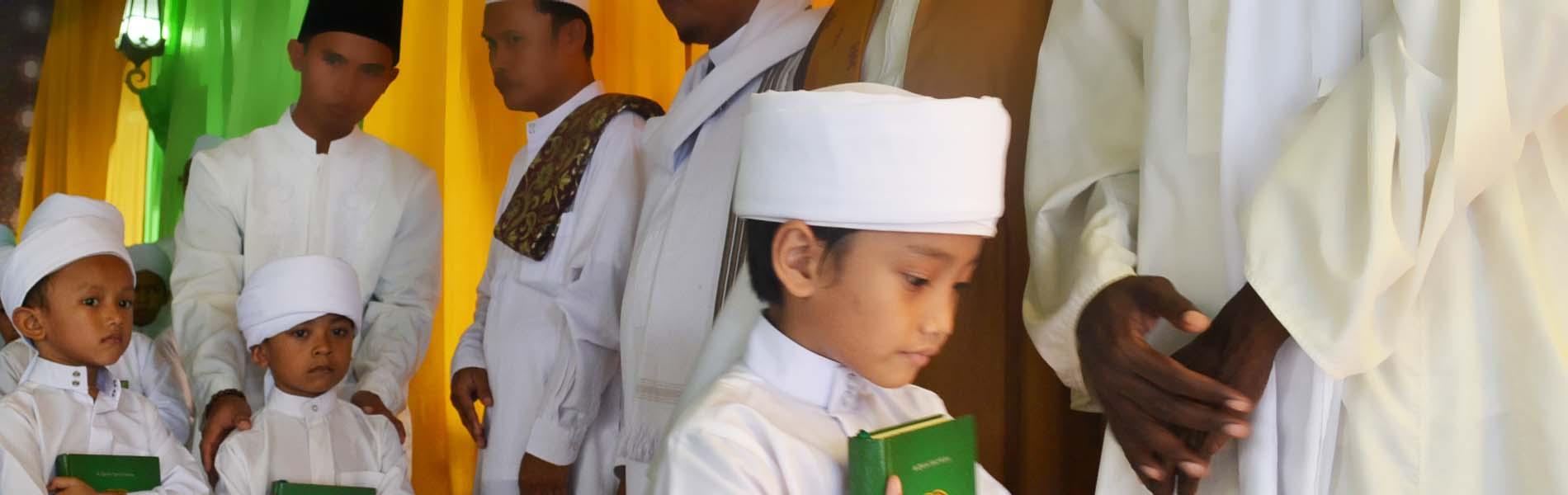 اقرأوا القرآن فإنه يأتي يوم القيامة شفيعا لأصحابه